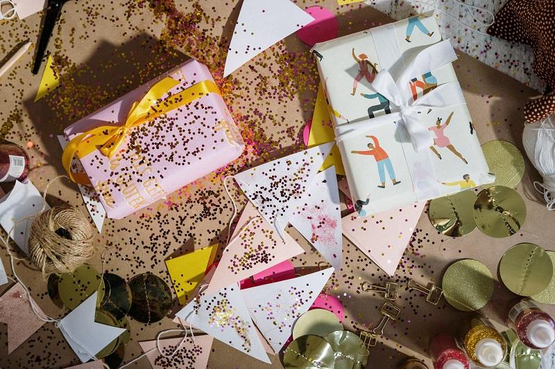 Set giveaways or product bundling