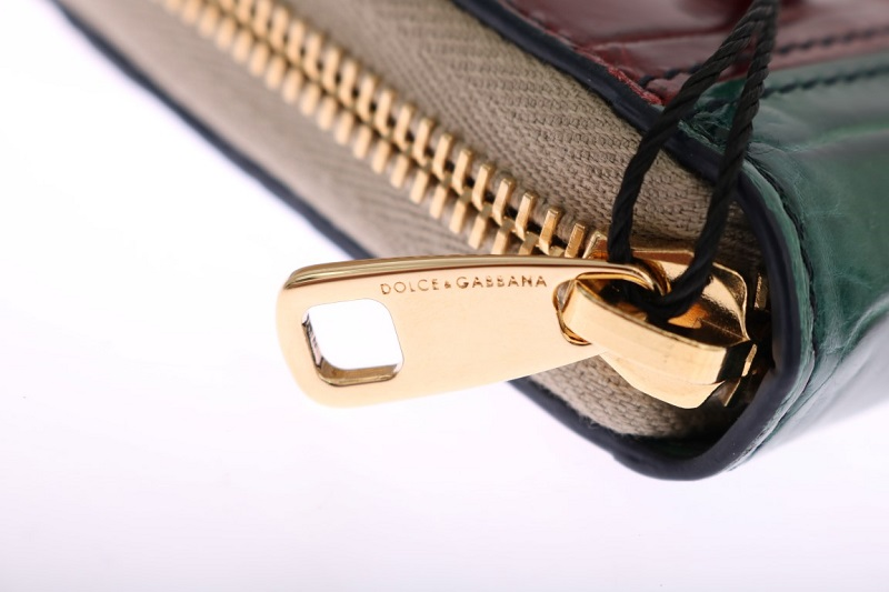 Authentic metal zippers on Dolce & Gabbana bags and wallets