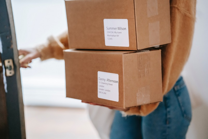 Shipping and logistics for your dropshipping customers